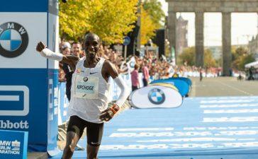Eliud-Kipchoge-Smashes-Marathon-World-Record
