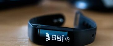 August-Smart-Activity-and-Fitness-Tracker-SWB200